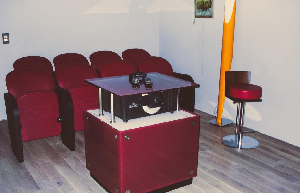 Sistema di movimentazione per videoproiettore
