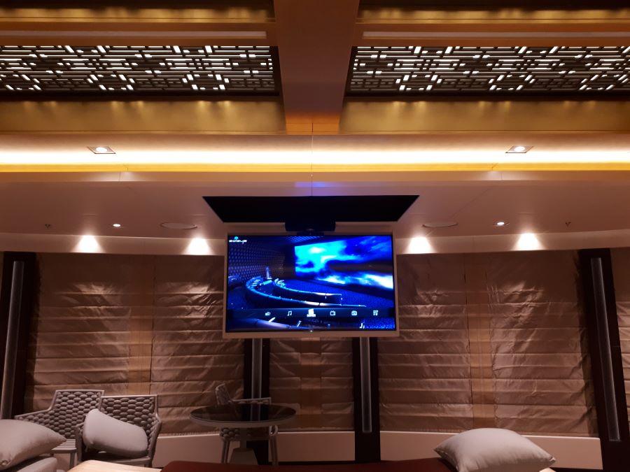 Sistema di movimentazione tv per installazione a scomparsa nel soffitto