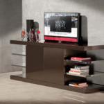 Sollevatore tv installato su credenza soggiorno